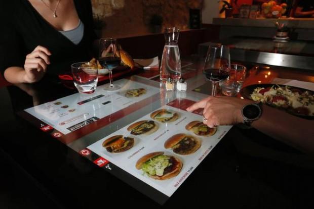 Ristoranti hi tech un viaggio virtuale nell 39 europa gastronomica all 39 avanguardia - Tavolo touch screen ...