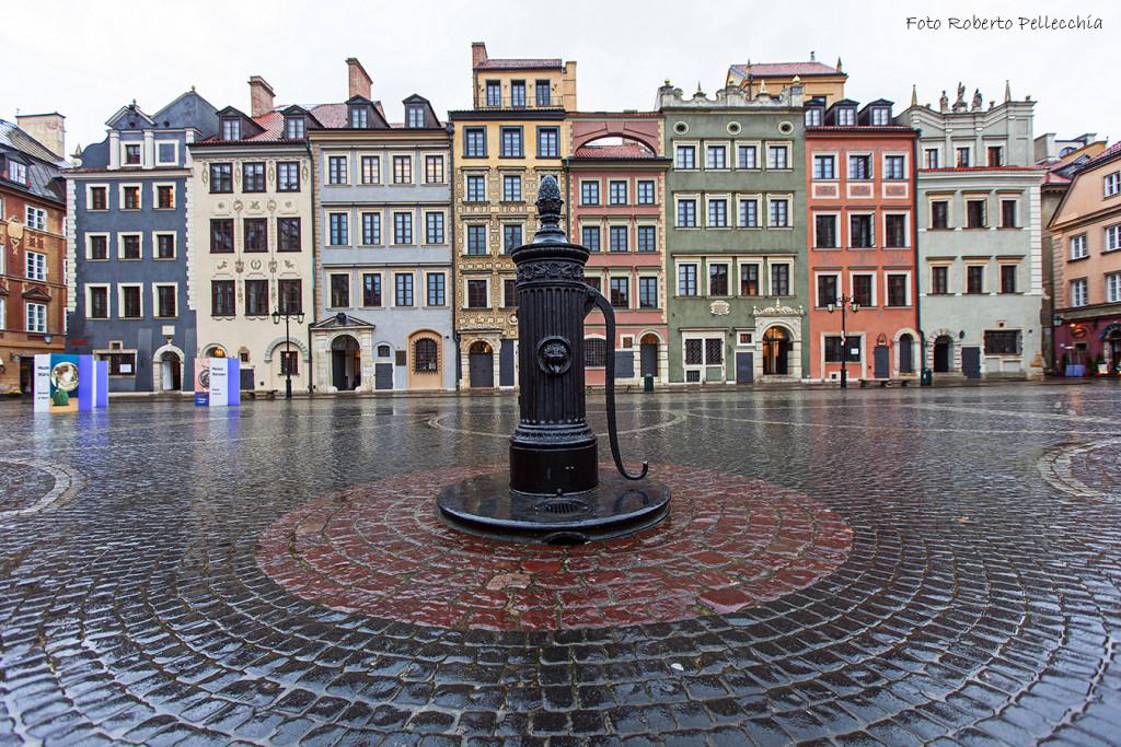 Fb12 Varsavia piazza del merc ato con fontana