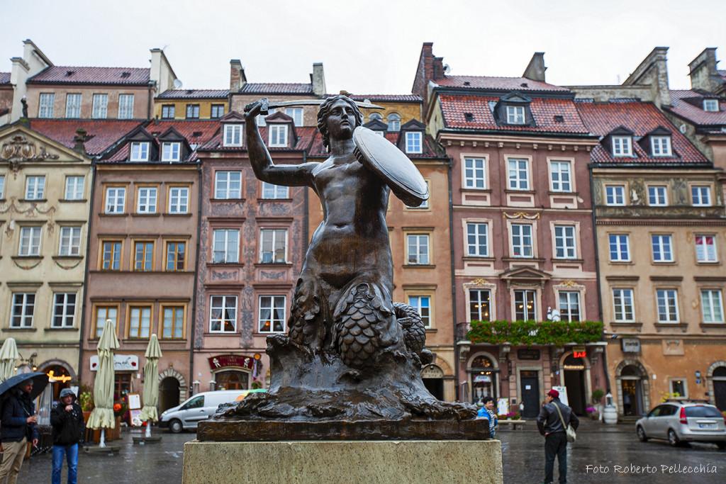 Fb13 Varsavia piazza del merc ato con sirenetta