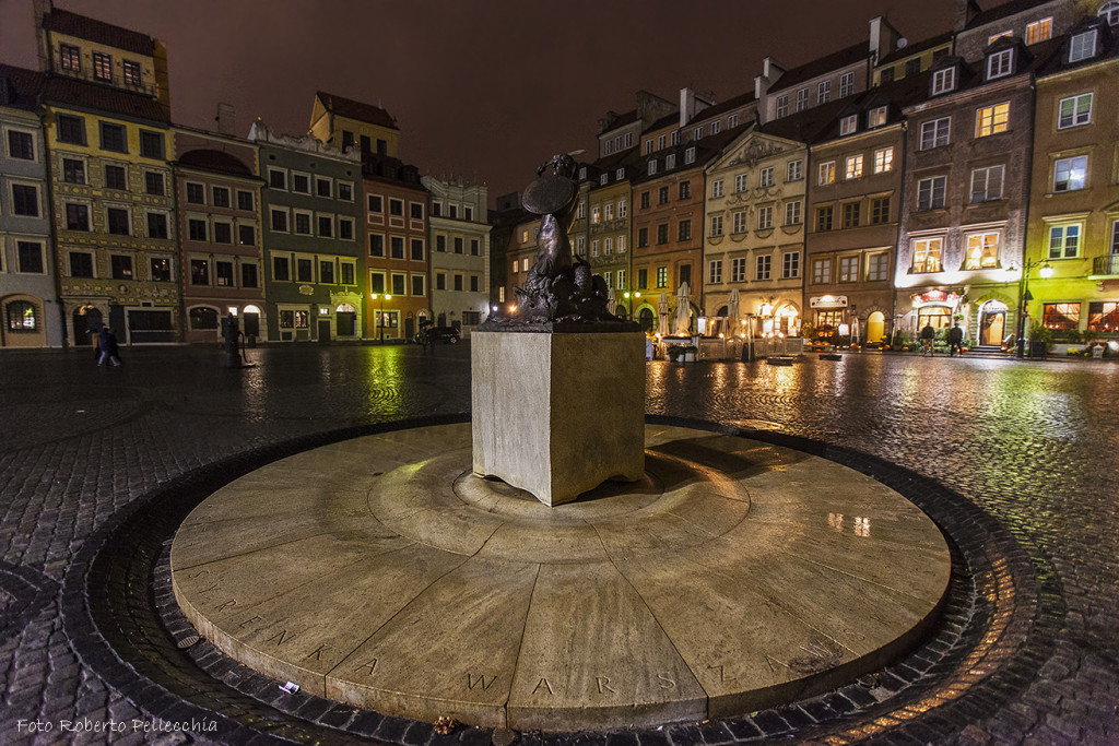 Fb16 Varsavia Piazza del Mercato di notte