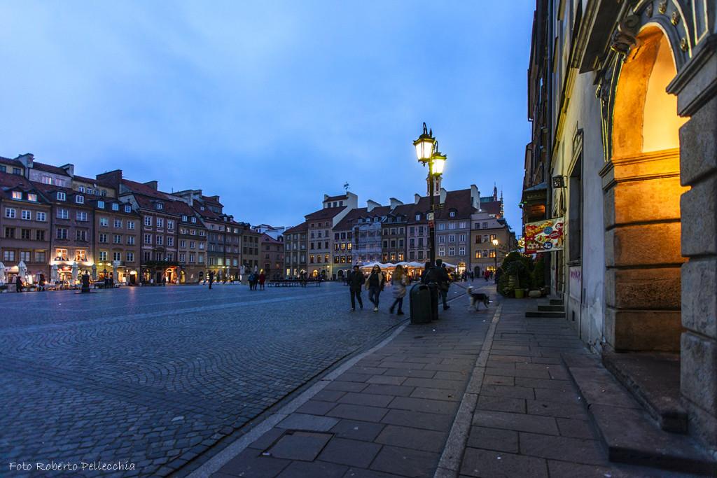 Fb8 Varsavia Piazza del Mercato di sera