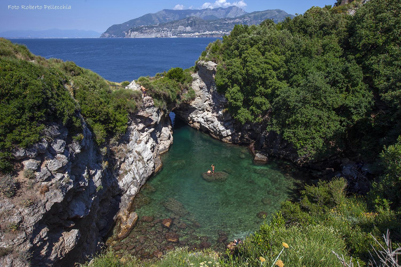 Al mare lungo la costa di sorrento 10 spiagge da raggiungere in auto - Bagno della regina giovanna ...