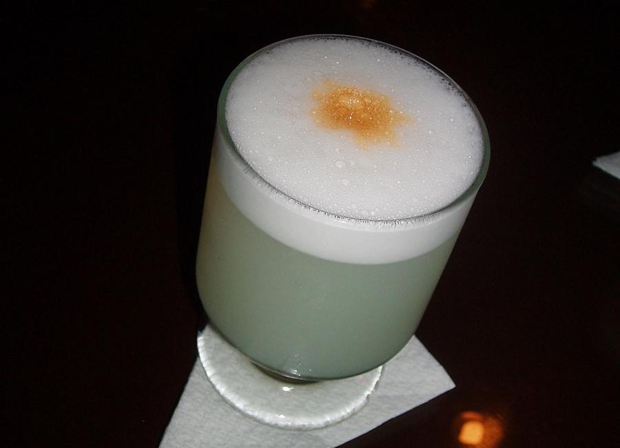 Pisco Sour: la bevanda nazionale del Perù. Uno dei migliori? All'Hotel Bolivar