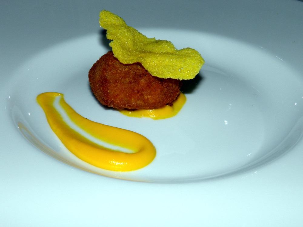 Polpettine di bollito su crema di carote e croccante di mais