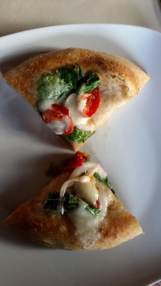 PIZZA IN TEGLIA CON CIPOLLA RAMATA e POMODORINI
