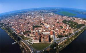 Mantova dall'alto foto Roberto Merlo - Foto Archivio Comune di Mantova
