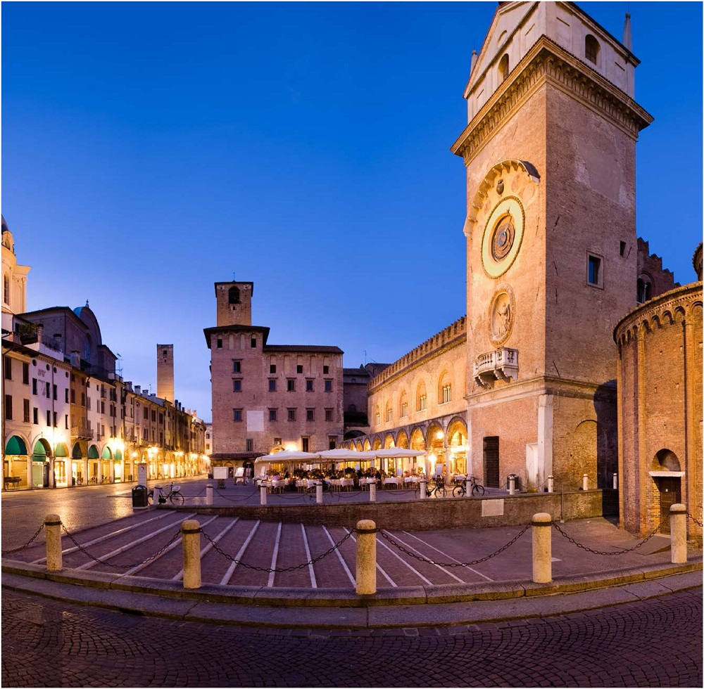 Piazza Erbe - Foto Archivio Comune di Mantova