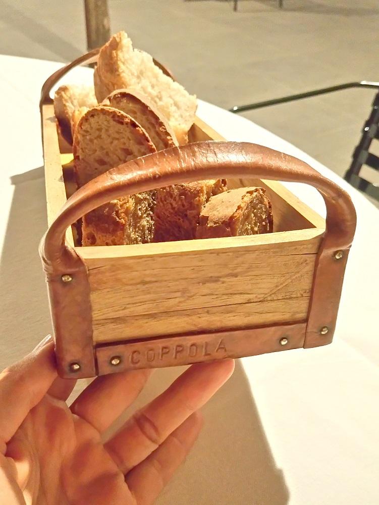 Il cestino di pane creato e firmato dallo chef