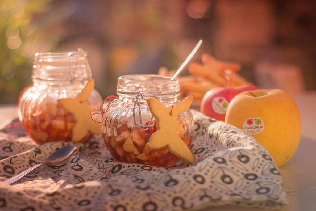 Macedonia al tè con biscotti alle mandorle