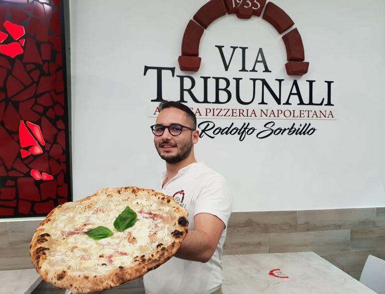 Luci d'Artista 2019. Rodolfo Sorbillo dedica una pizza a Salerno ed alle sue luminarie