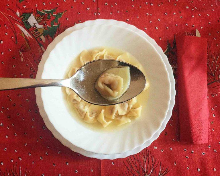 Natale nelle Marche. Cappelletti in brodo